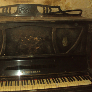 Пианино «W.HOFFMANN»