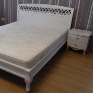 Белая кровать двуспальная из ясеня