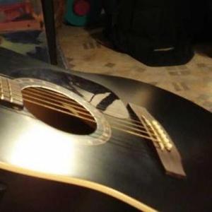 ПРОДАЮ аккустическую шестиструнную гитару NORMAN