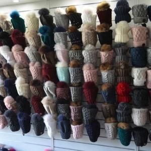 Головные уборы: шапки,  шарфы,  береты,  мелким и крупным оптом